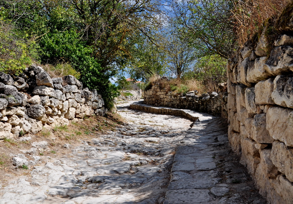 Вымощеная камнем дорога