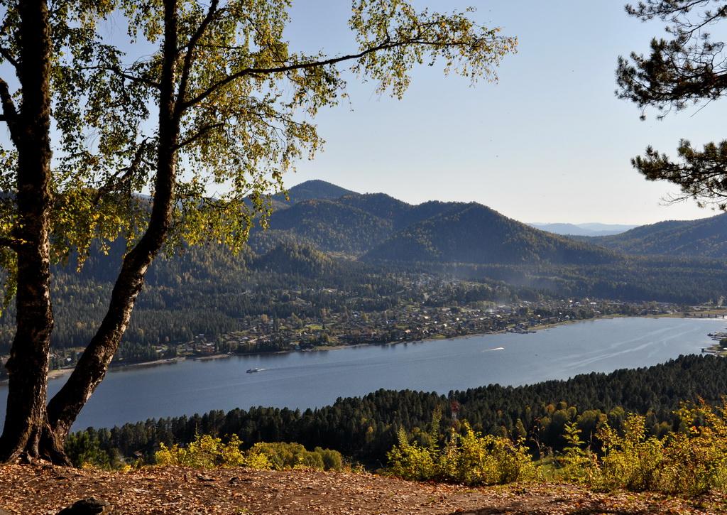 Телецкое озеро с обзорной горы