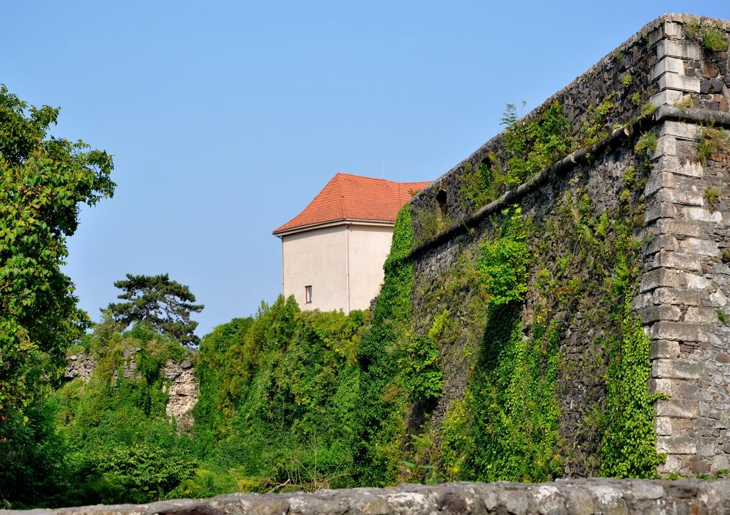Стены старинной крепости Ужгорода