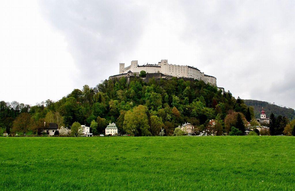 Крепость Хоэнзальцбург в Австрии