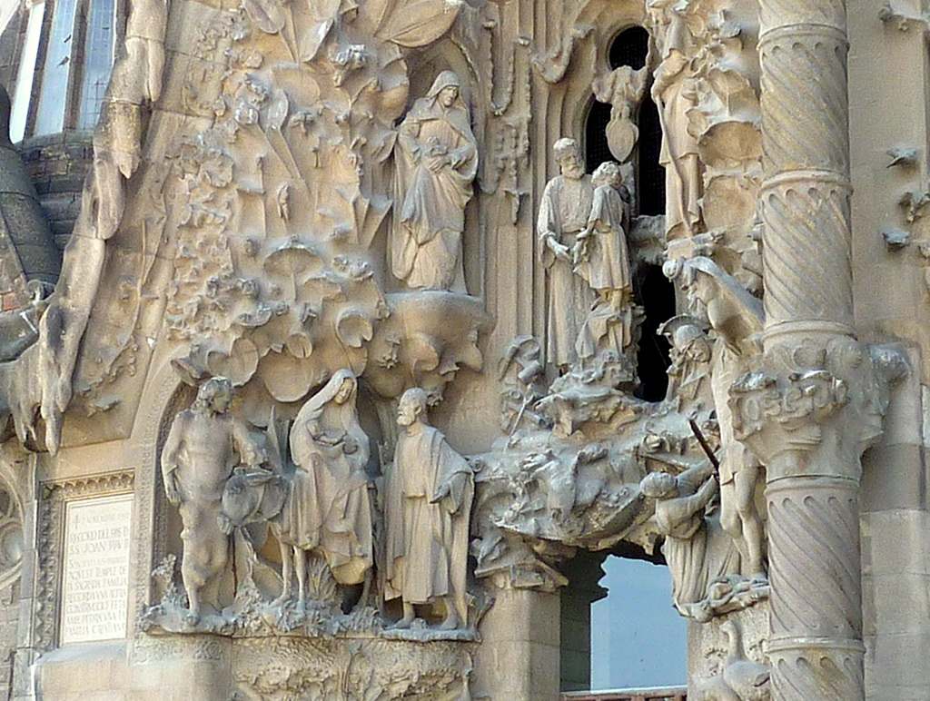 Детали фасада Собора Святого семейства