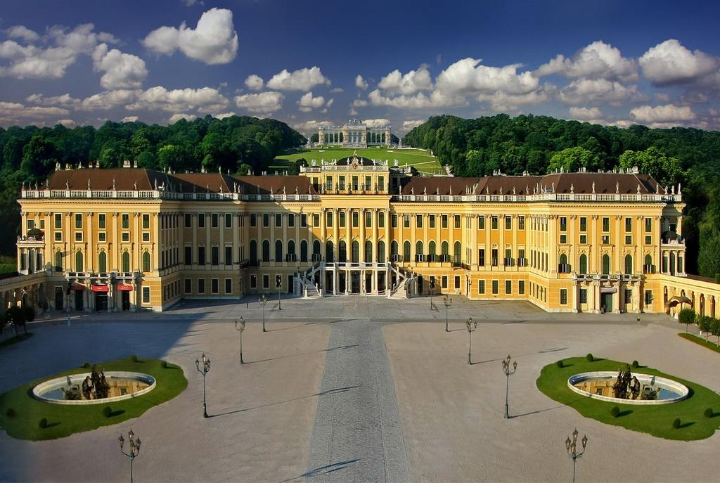 Дворец и парк Шенбрунн