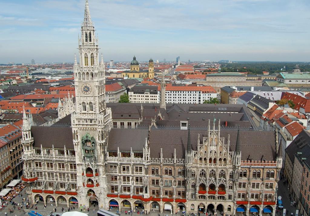 Городская ратуша и площадь Мариенплац