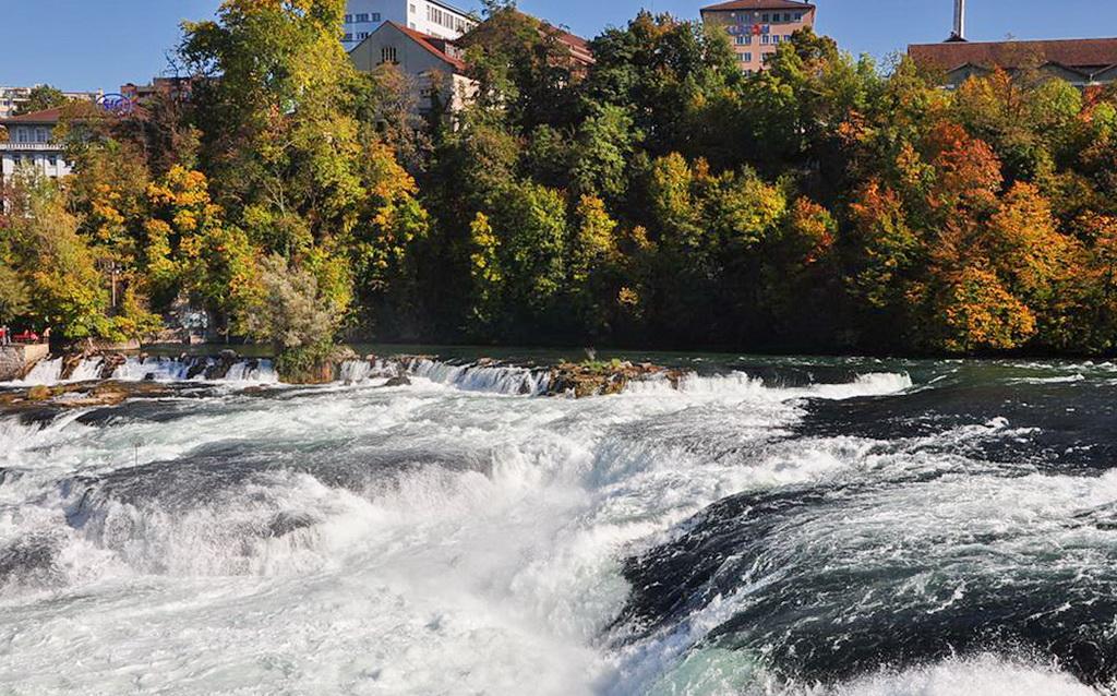 Рейнский водопад осенью