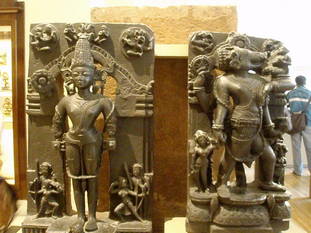 Скульптуры Шивы и Парвати
