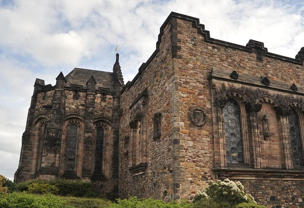 Древние стены Эдинбурга