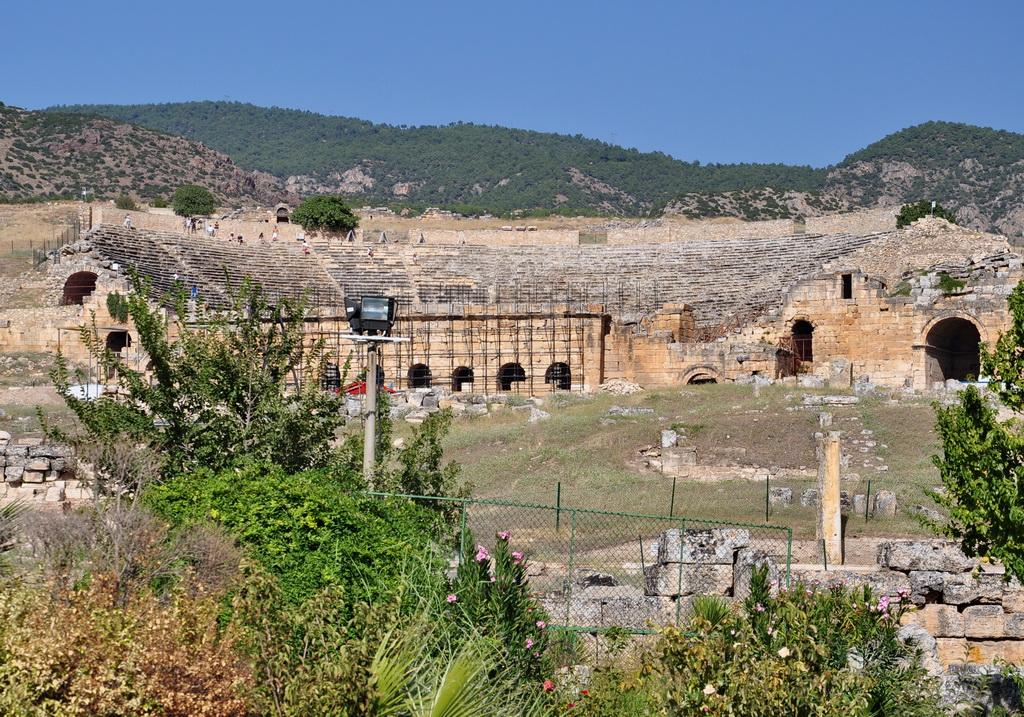 Театр в древнем городе
