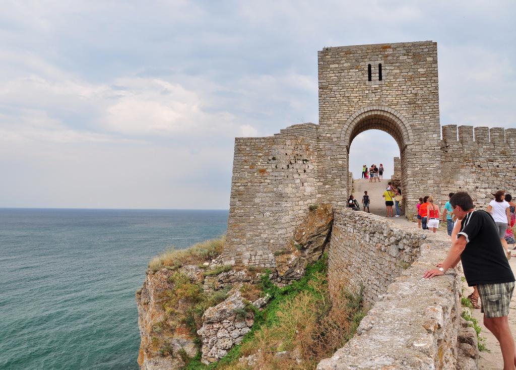 Ворота старой крепости на Калиакре