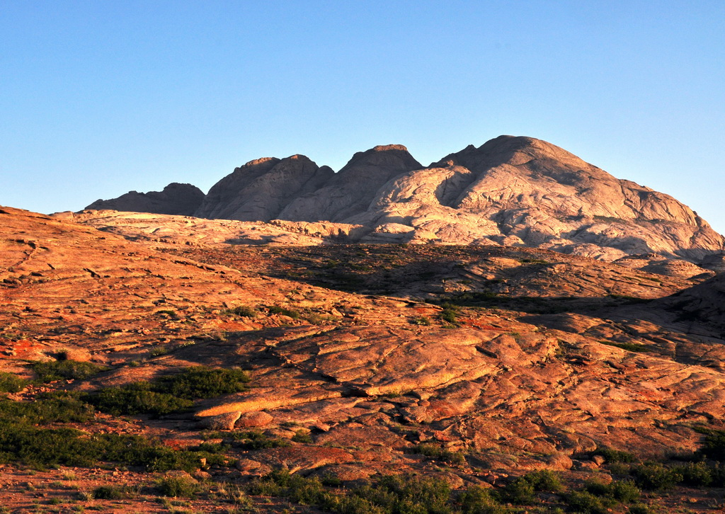 Гора Трехзубка в рассветных лучах