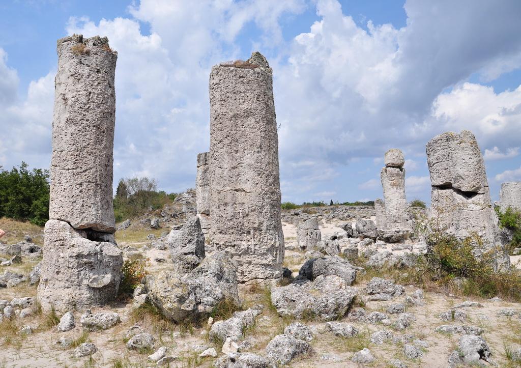 Побити камни до шести метров в высоту