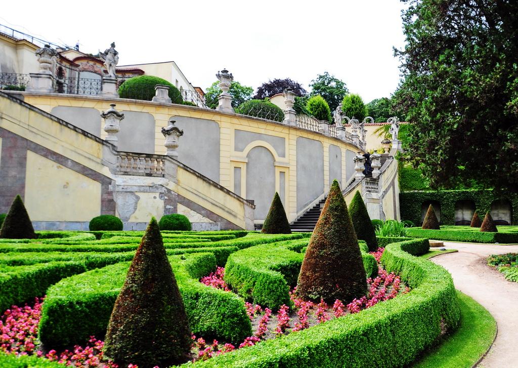 Стиль итальянского барокко на террасе сада