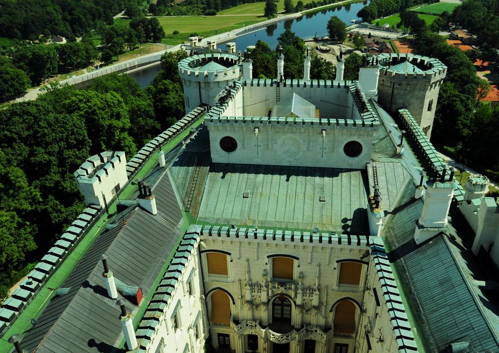 Вид с башни на двор замка