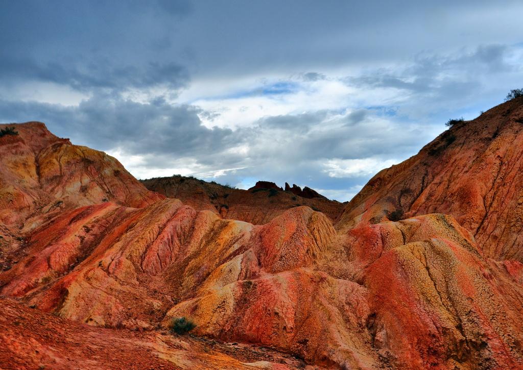 Порода меняет цвет при разном освещении