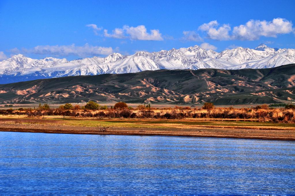 Вид на долину и Иссык-Куль